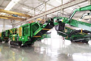 甘肃时产180-200吨石灰石履带移动式破碎生产线